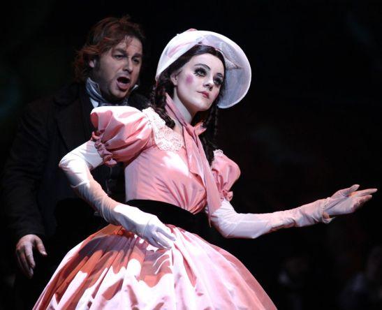 Olympia - imagine tipică (aici, dintr-un spectacol la Opera din Praga, 2010)