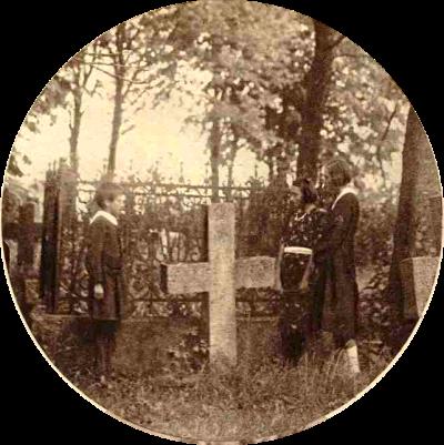 Mormântul familiei preotului Ion Cozmovici, unde se află și rămășițele pământești ale mamei Maestrului George Enescu.
