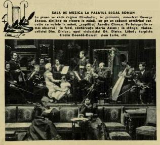 """SALA DE MUZICĂ LA PALATUL REGAL ROMÂN La piano se vede regina Elisabeta; în picioare, maestrul George Enescu, dirijând cu vioara în mână; lângă, """"copilița"""" Aurelia Cionca. Pe fotografie se mai observă: în fund, cântăreața Maria Assan; în stânga, violocelistul Dim. Dinicu; apoi violonistul Gh. Dinicu, Löbel; harpista Elodia Coandă-Casseli, d-na Leria, etc."""