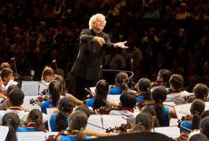 Într-o zi, vă va dirija șeful Filarmonicii din Berlin – a prezis José Antonio Abreu.
