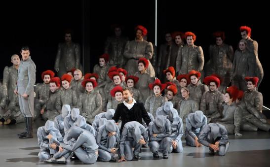 """Opera din München nu ezită să facă apel la regizori novatori, cum ar fi controversatul Hans Neuenfels, realizatorul unui """"Manon Lescaut"""" în care apare fiul orașului, mult iubitul Jonas Kaufmann."""