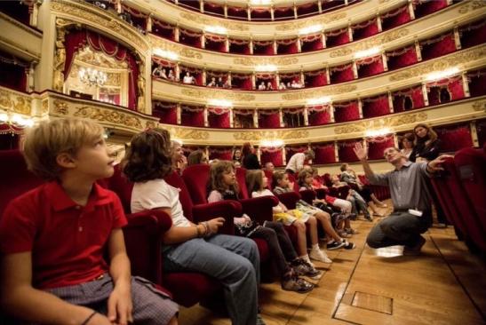 Pe când conducea Scala, Stéphane Lissner a ținut foarte mult să scadă vârsta publicului, prin încurajarea de noi programe educative.