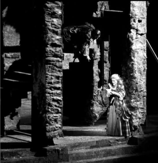 June Anderson (Lucia), regia: Andrei Șerban, Lyric Opera, Chicago, 1990.