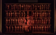 Scena de deschidere a producției cu Œdipe de la Covent Garden (r. La Fura dels Baus)