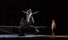 Johan Reuter în rolul principal din Œdipe, la ROH, cu Marie-Nicole Lemieux în rolul Sfinxului