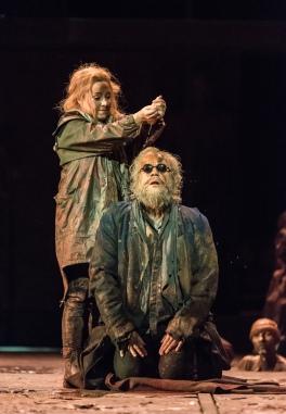 și cu Sophie Bevan în rolul Antigonei