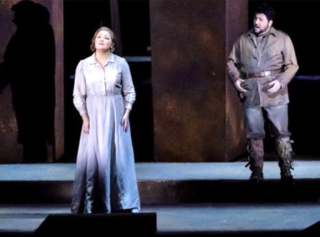 Artist liric pe marile scene internaționale Până la 15000 € pe seară (aici, Anna Netrebko în Trubadurul, la Opéra de Paris)