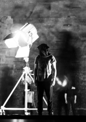 O operă despre întuneric și lumină