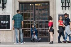 Acum vreo 6-7 ani, la Opera Națională ușile de la intrare erau legate cu lanțuri.