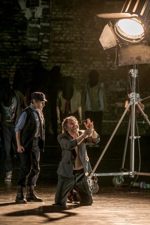 Leonore (Asineta Răducan) și Florestan (Marius Vlad Budoiu) în Fidelio - Opera Națională București, 2016 (r. Graham Vick)