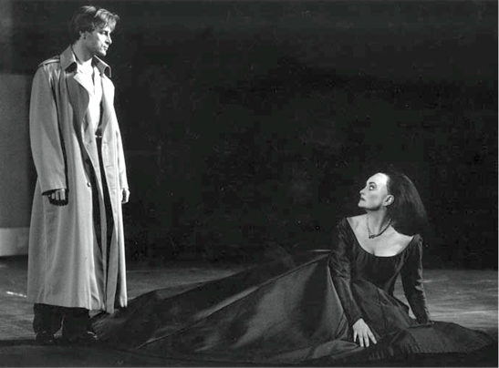 """Hamlet"" de Thomas la Geneva în 1996, cu Simon Keenlyside în rolul titular și Kathryn Harries - Gertrude"