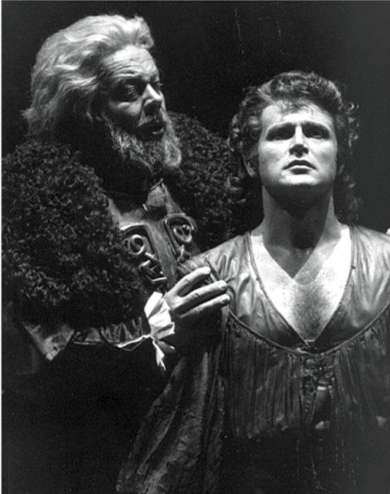 Căderea unui artist îndrăgit: Peter Hoffmann în rolul lui Tristan la Bayreiuth în 1986, când a fost huiduit, alături de Matti Salminen în rolul Regelui Mark