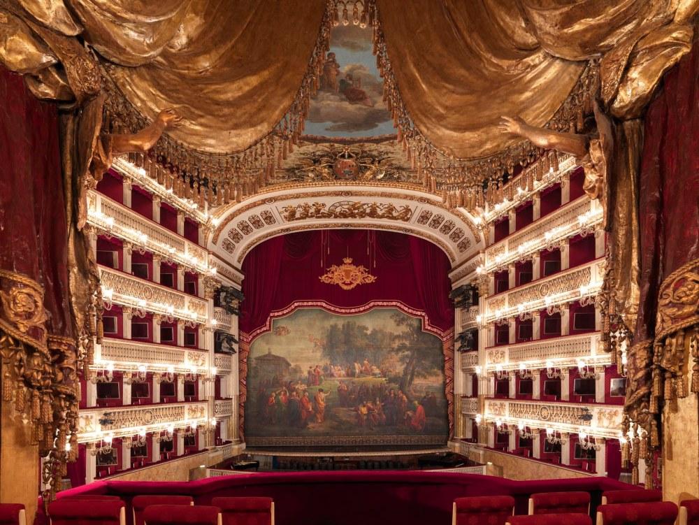 Teatro di San Carlo în toată splendoarea sa, după restaurare
