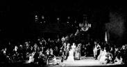 Scena petrecerii de la Madame Larina, cu cu John Lanigan (în centru) în rolul lui Monsieur Triquet