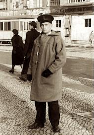 David Tidboald în Berlin, în drum spre un concert al Berliner Philharmoniker (1946)